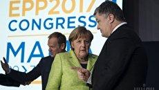 Президент Украины Петр Порошенко и Федеральный канцлер Германии Ангела Меркель во время встречи, в Валлетте