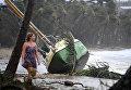 Циклон Дебби в Австралии: серферы в городе и акула на асфальте