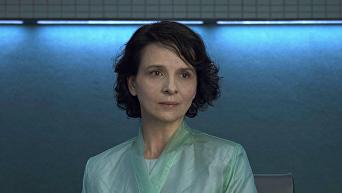 Актриса Жюльет Бинош. Кадр из фильма Призрак в доспехах