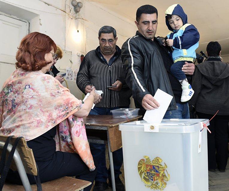 Правящая партия Армении лидирует навыборах поитогам exit poll