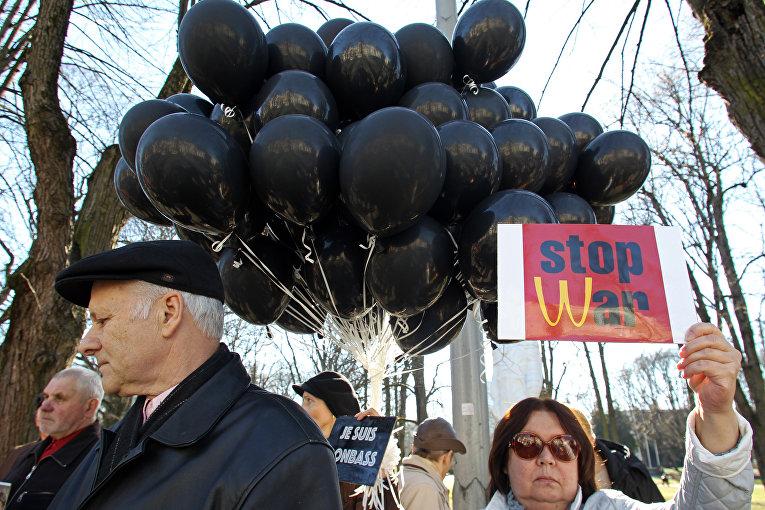 Пикет против войны у Посольства Украины в Риге