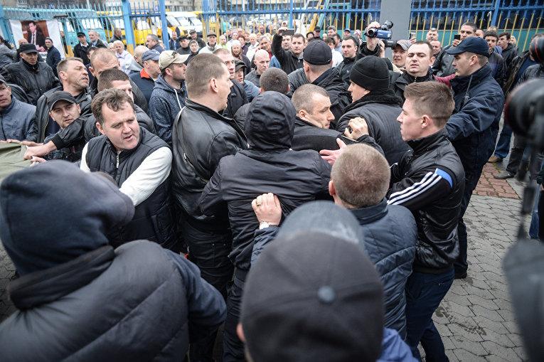 Автоперевозчики митингуют в центре Киева