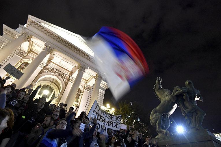 Многотысячный протест в  Сербии тысячи  против избрания президентом Вучича