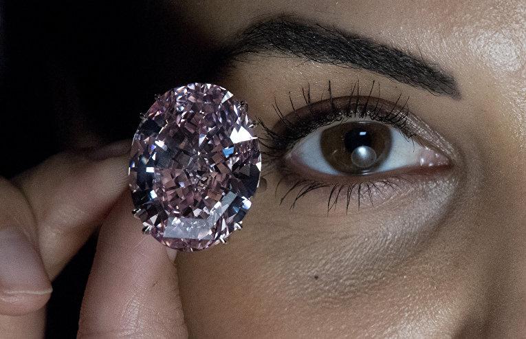 Бриллиант Розовая звезда продан за рекордную сумму