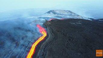 Извержение вулкана Этна сняли дроном