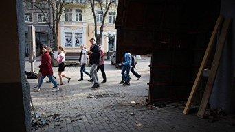 Газетный ряд в Полтаве: кровь и поврежденная арка