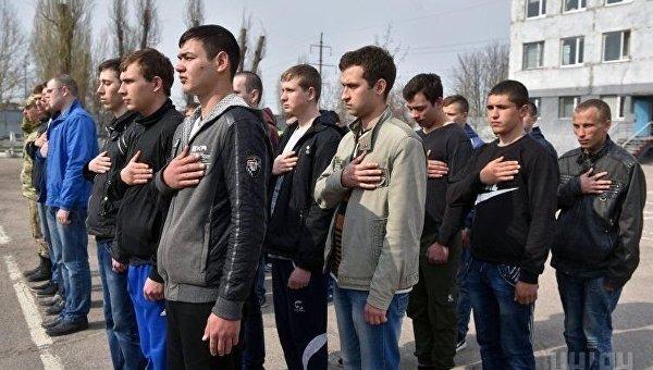 Кабмин увеличил количество призывников для охраны складов ибаз ВСУ