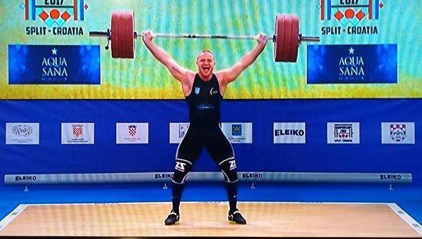 Украинский тяжелоатлет Александр Пелешенко на ЧЕ в Сплите