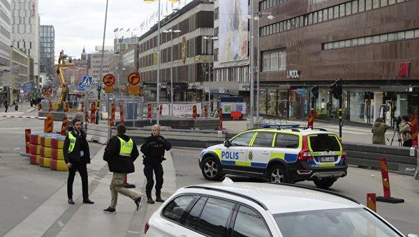 Вцентре Стокгольма грузовик въехал втолпу