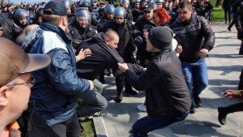 Возле памятника Неизвестному матросу в Одессе произошла потасовка