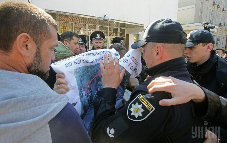 Полиция задержала пятерых протестующих против полковника полиции Голубана,— нардеп