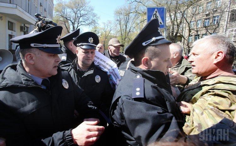 4 человека задержаны впроцессе пикета под зданием МВД