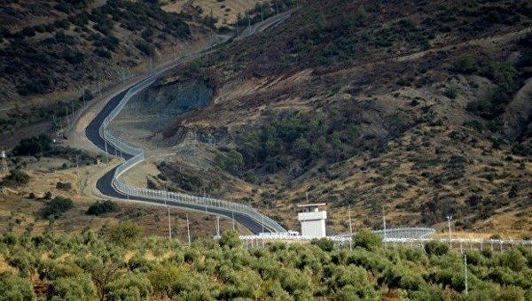 Турция построила 556 километров бетонной стены на границе с Сирией