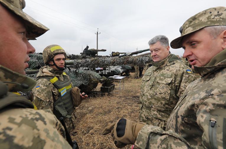 Президент Украины Петр Порошенко в районе разведения сил в Луганской области