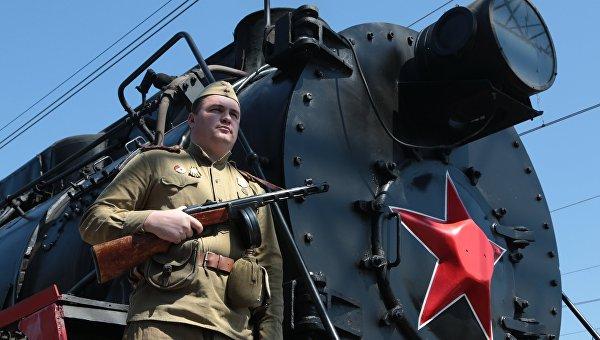 Прибытие поезда Победы в рамках торжественных мероприятий, посвященных 73-й годовщине освобождения Симферополя от немецко-фашистских захватчиков