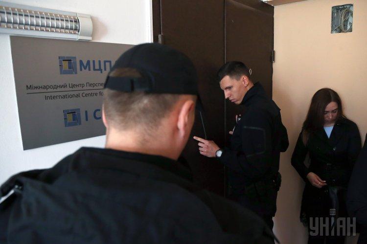 Обыск в Международном центре перспективных исследований в Киеве