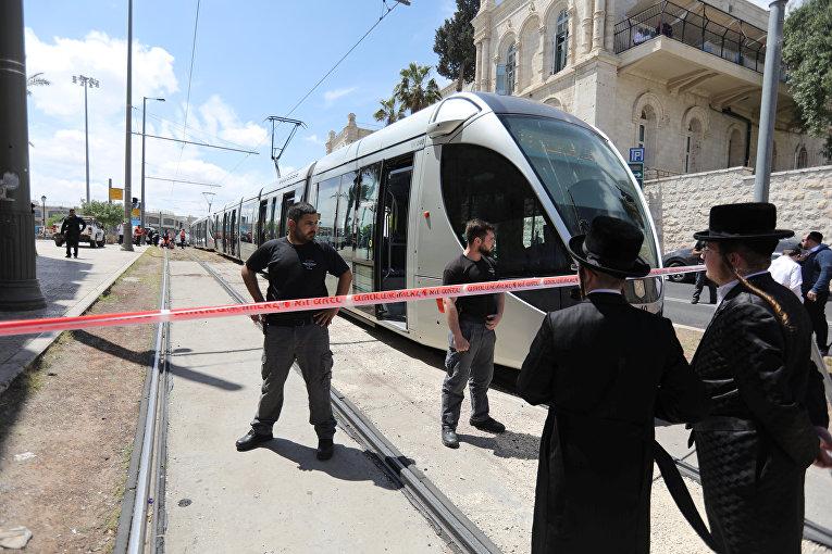 Израильские полицейские на месте нападения недалеко от Старого города Иерусалима