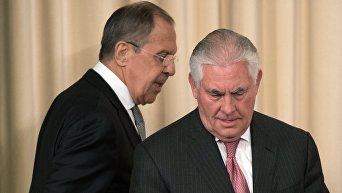 Министр иностранных дел РФ Сергей Лавров и Государственный секретарь США Рекс Тиллерсон (справа)
