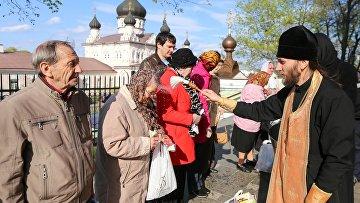 Православные верующие празднуют Антипасху