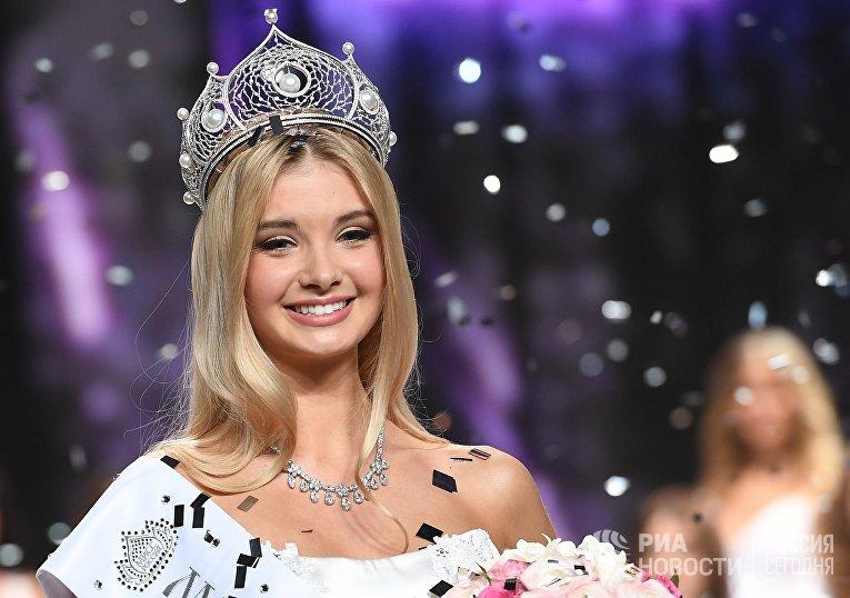 Мисс Россия - 2017 Полина Попова (Свердловская область) на церемонии награждения финалисток конкурса Мисс Россия 2017