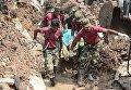 Обрушение горы мусора на трущобы в столице Шри-Ланки