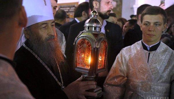 Встреча Благодатного огня из Иерусалима в Киево-Печерской Лавре