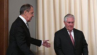 Министр иностранных дел РФ Сергей Лавров и Государственный секретарь США Рекс Тиллерсон (справа). Архивное фото