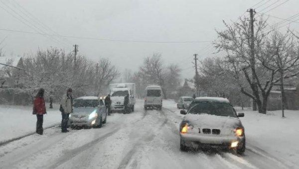Днепр замело снегом: заблокированы трассы иаэропорт