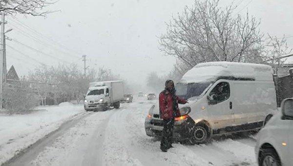 Омелян: вгосударстве Украина из-за непогоды инарушения ПДД сегодня погибли 7 человек