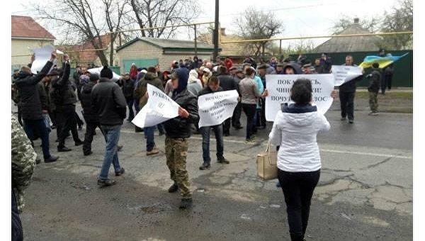 Люди во время акции протеста в Кременчуге