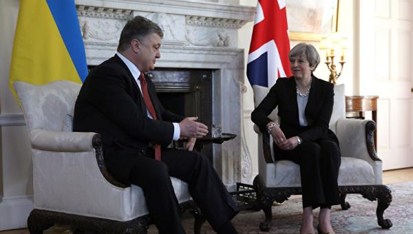 Президент Украины Петр Порошенко в ходе встречи с премьером Великобритании Терезой Мэй