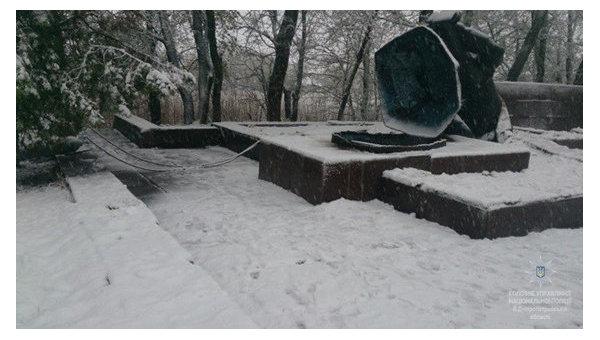 Двое жителей Днепра распилили памятник для сдачи на металлолом