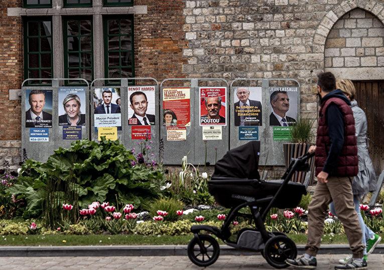 Агитационные плакаты кандидатов в президенты Франции в Бейльоле, северная Франция