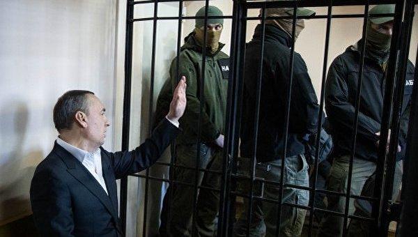 15 депутатов и4 министра готовы взять Мартыненко напоруки