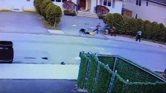 Нападение питбуля на маленького ребенка в США. Видео