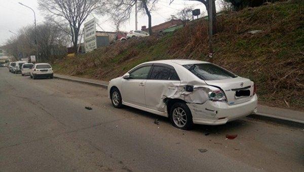 Девушка зарулем Mercedes разбила 11 припаркованных машин