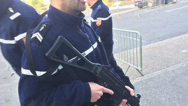Выборы во Франции охраняют 50 тысяч полицейских