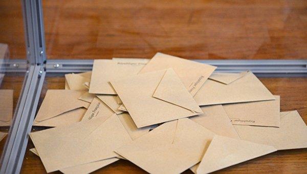 Лидеры президентской гонки проголосовали навыборах воФранции
