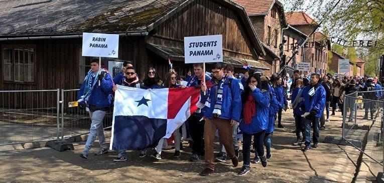 Тысячи человек принимают участие в Марше живых в польском Освенциме