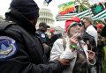 Возле Капитолия задержали активистов, куривших марихуану на митинге в поддержку ее легализации
