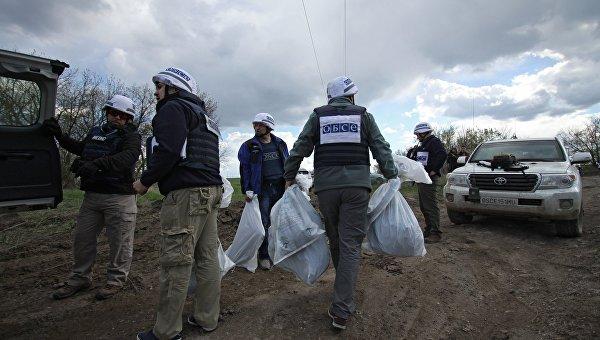Представители миссии ОБСЕ в Донбассе. Архивное фото