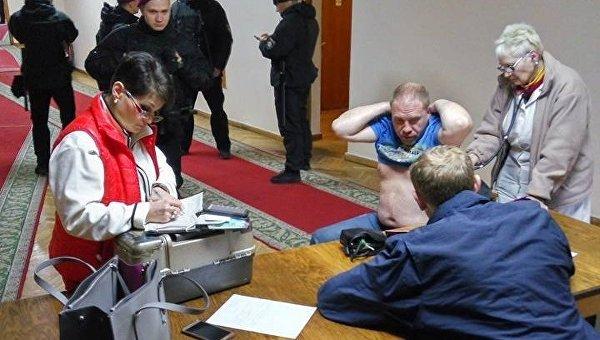 Вгорсовете Днипра мэр Борис Филатов сосвоим заместителем избили активиста