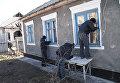 Последствия обстрела жилого сектора Стаханова в ЛНР. Архивное фото