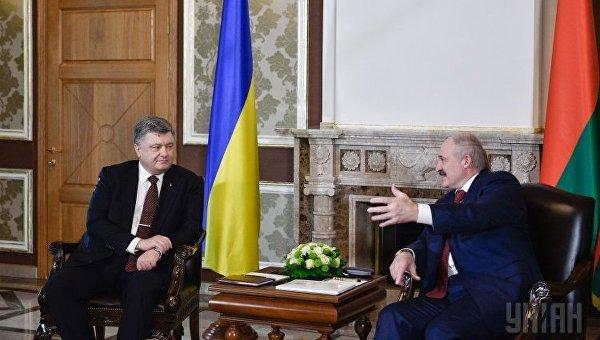 П.Порошенко обсудил с А.Лукашенко возможность экспорта украинской электрической энергии вБеларусь