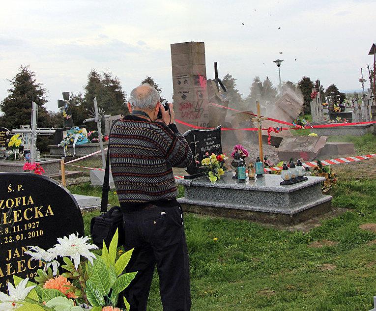 Демонтаж украинского монумента вблизи польского Перемышля: Киев готовит ноту протеста