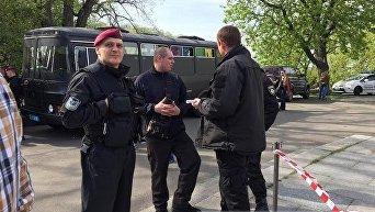 Правый сектор остановил раскраску Арки Дружбы народов в Киеве