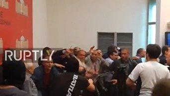 Захват парламента Македонии демонстрантами. Видео
