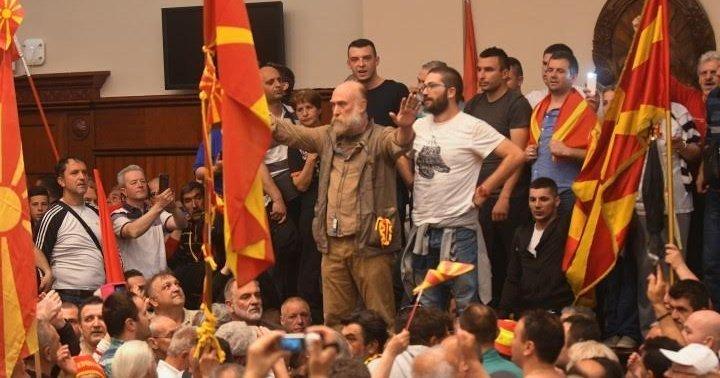 Демонстранты в захваченном парламенте Македонии