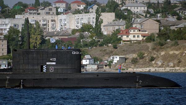 Прибытие подводной лодки Новороссийск в порт Севастополя