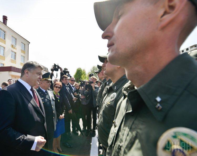 Президент Украины Петр Порошенко посетил Главный центр связи, автоматизации и защиты информации Госпогрслужбы
